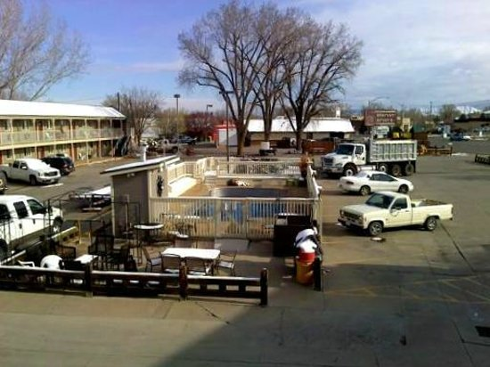 Rodeway Inn: Picture of pool.. mid April..not open yet, still too cold.