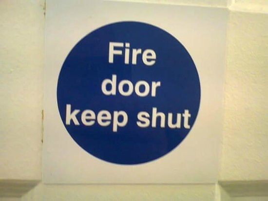 Hostel Alma: here is what you should do with a fire door!
