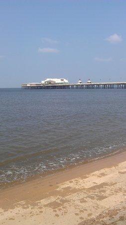 Cavendish Hotel: on the beach