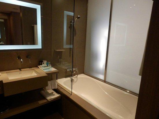 Hotel Novotel Taipei Taoyuan International Airport: バスルーム
