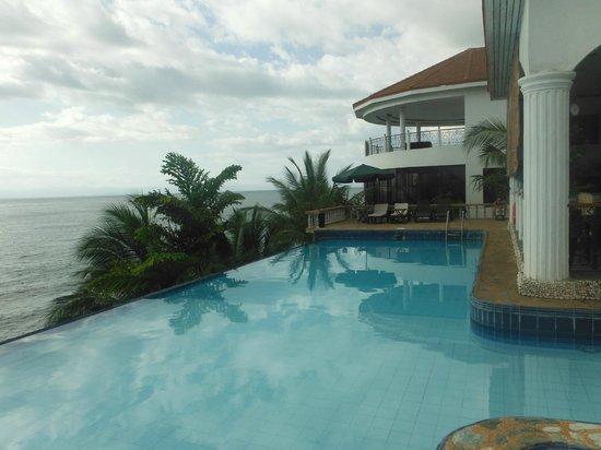 Eden Resort : The pool
