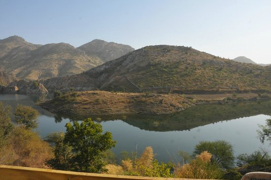 Aravali Silence Lakend Resorts & Adventures Pvt. Ltd.: Calm Water & mountains
