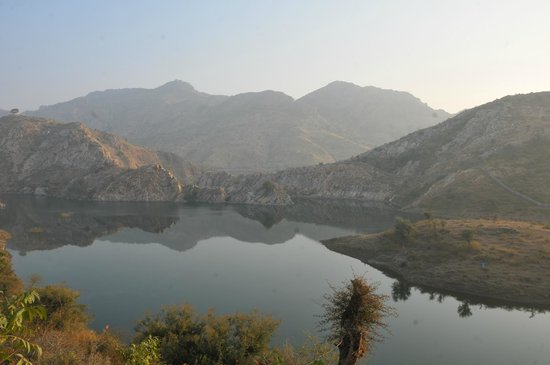 Aravali Silence Lakend Resort & ZO Rooms: Sunrise View