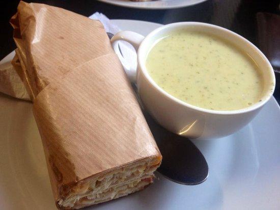 Dublin Dave's Deli: beautiful soup and pannini