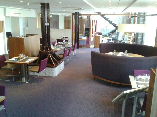 Novotel Cardiff Centre: Lower restaurant area