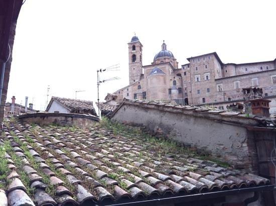 Oratorio di San Giovanni Battista : view along the walk