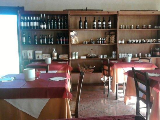 Complesso il Gorello: sala colazioni (vendita di prodotti locali)