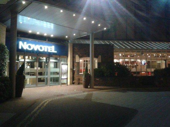 Novotel Cardiff Centre: Entrance