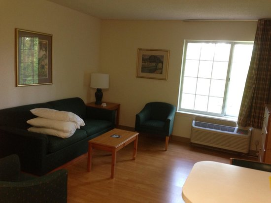 Extended Stay America - Atlanta - Marietta - Powers Ferry Rd.: Living area