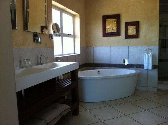 A Villa de Mer: the bigh luxury bathroom