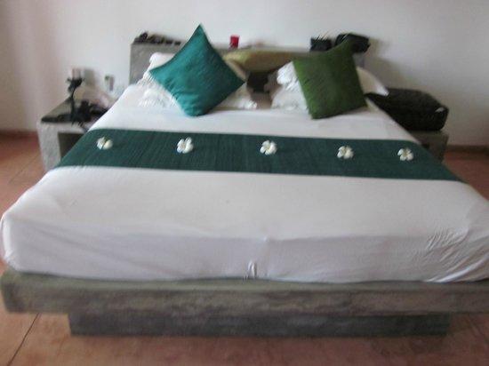 Kingfisher Hotel: bedroom