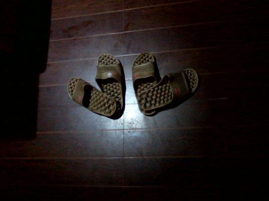Hotel Essencia: Massage Slippers