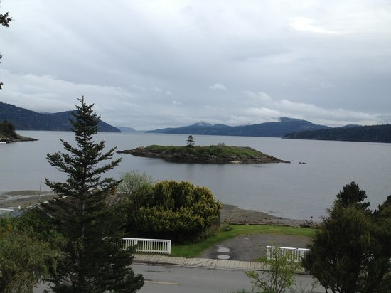 Outlook Inn on Orcas Island: The view of beautiful East Sound from our room