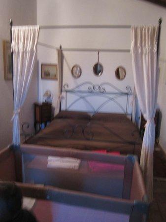 Podere Fioretto: dettaglio camera letto