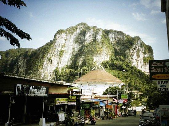 The Verandah: Beautiful limestone cliff just outside the hotel