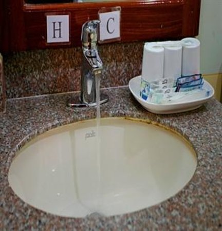 Thunborey Hotel: Bathroom