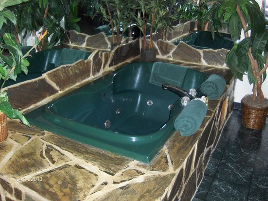 Hotel J Green Bay: Cute Jacuzzi
