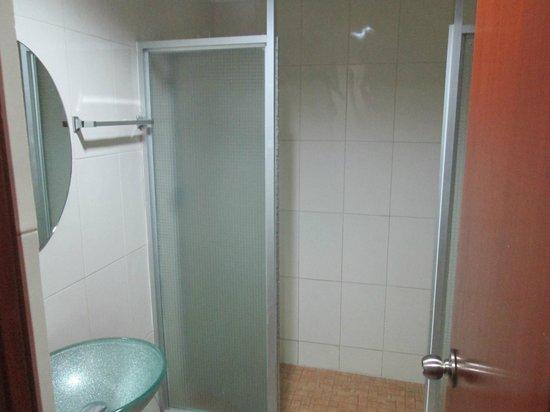 La Cresta Inn: Baño