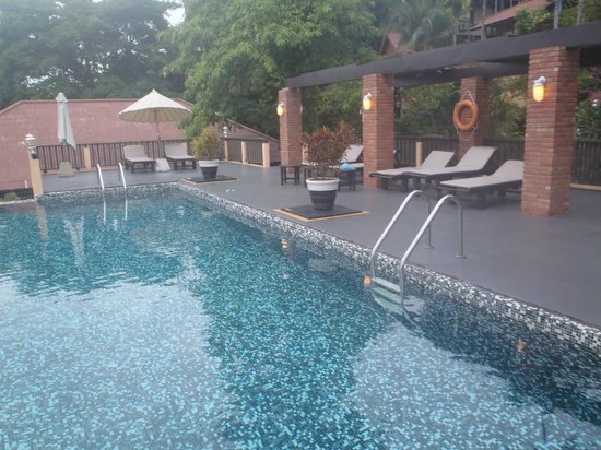 Patong Cottage Resort : piscine