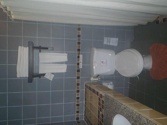 Patong Cottage Resort: salle de bains