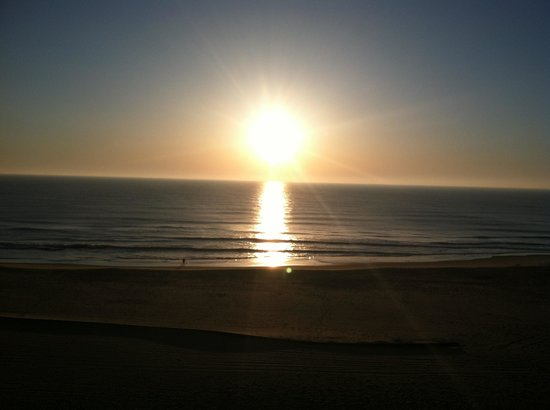 Beach Quarters Resort: Sunrise bliss from our balcony