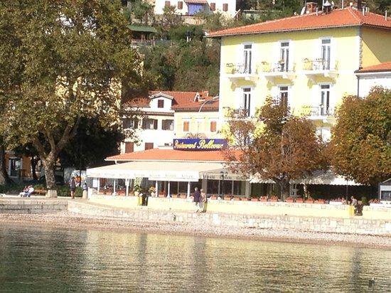 Hotel Villa Schubert: Hotelansicht mit vorgelagerter Terrasse