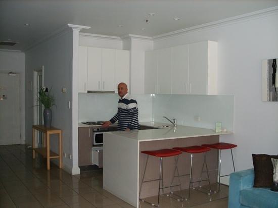 Waldorf Woolloomooloo Waters Apartments: the kitchen area