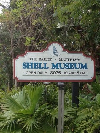 The Bailey-Matthews National Shell Museum: roadway sign