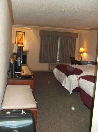 Delta Banff Royal Canadian Lodge: Large, spacious room