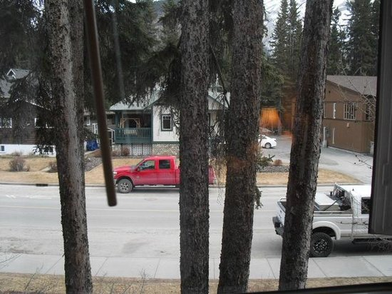 Delta Banff Royal Canadian Lodge: Unremarkable view from our hotel room