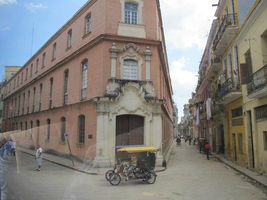 Old Havana: Otra esquina en Habana Vieja