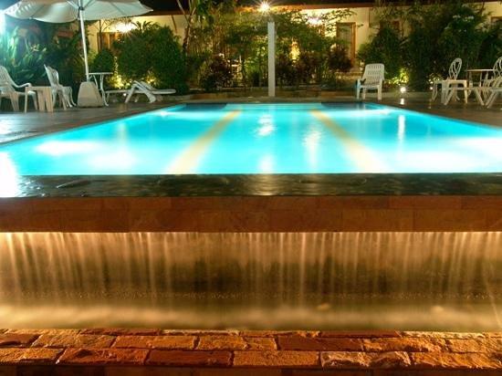 Phuket Muay Thai House: la piscine