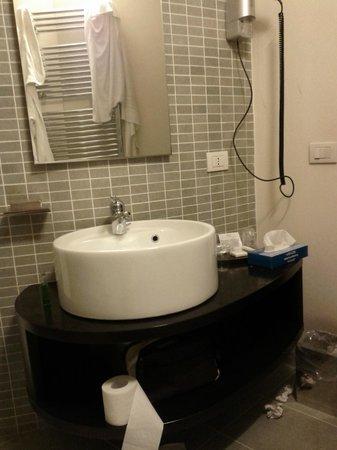 Tv lcd: fotografía de Vergilius Hotel & Spa, Creazzo - TripAdvisor