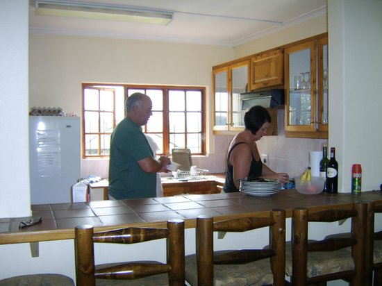 Wits End Mountain Chalets : workable kitchen