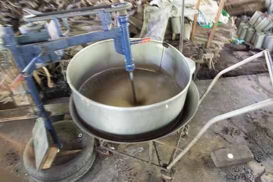 Coconut Sugar Farm: завершающий этап - взбивание и охлаждение сиропа