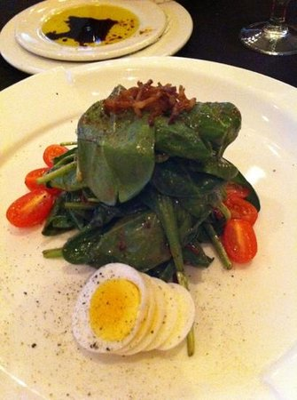 Carver's Steakhouse & Lounge: spinach salad not to good