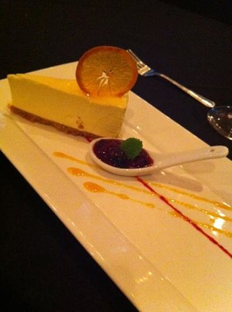 Carver's Steakhouse & Lounge : yummy cheesecake