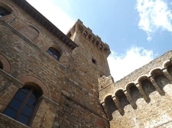 Agriturismi Il Castello La Grancia: la Torre che sovrastava la ns. camera.