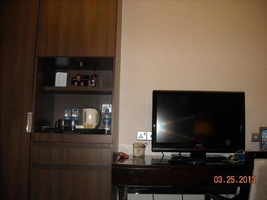 Peninsula Excelsior Hotel: тв в номере