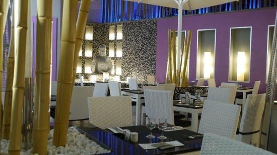 Hotel Riu Don Miguel: Patio by Giovanni Lanni