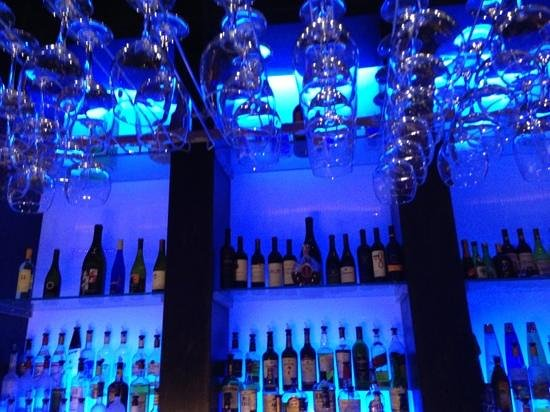 Umi Japanese Steakhouse Sushi & Bar : bar area
