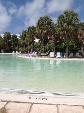 Taino Beach: Center pool area