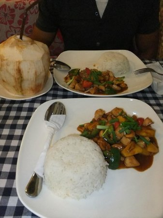 Visal Angkor: Chicken with cashew nuts