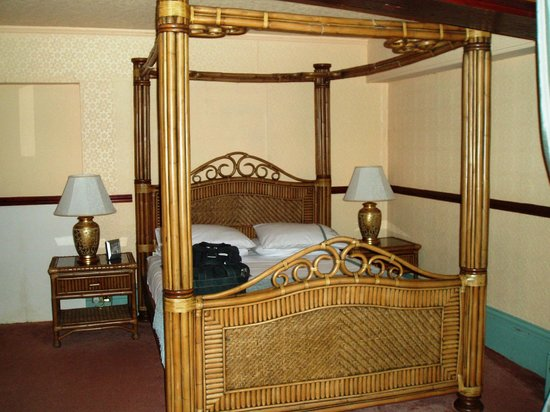 Hotel Port Dinorwic: Deck 1 Four-Poster bed