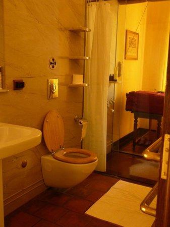 Old Harbour Hotel: Chambre Burgher - salle de bain