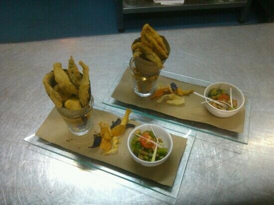 Parador de Carmona Restaurant : Cartuchito de pescados marinados al limón y fritos