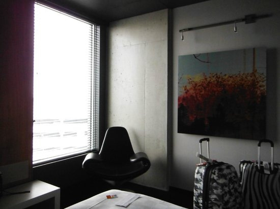 Alt Hotel- Toronto Airport: Awesome Chair