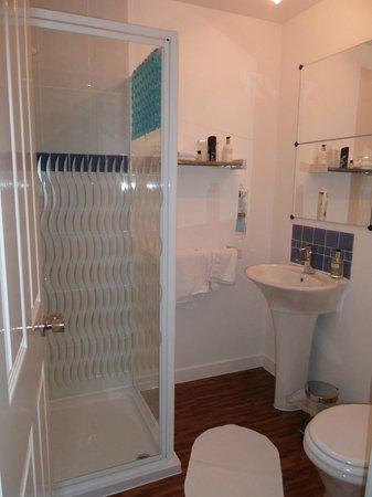 Ben Bheula B&B : salle de bain attenante à la chambre