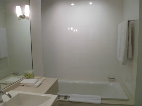 SKYCITY Grand Hotel: Bathroom