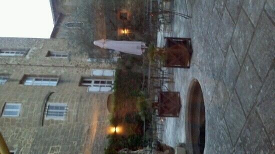 Chateau de Rochegude : Cour intérieure